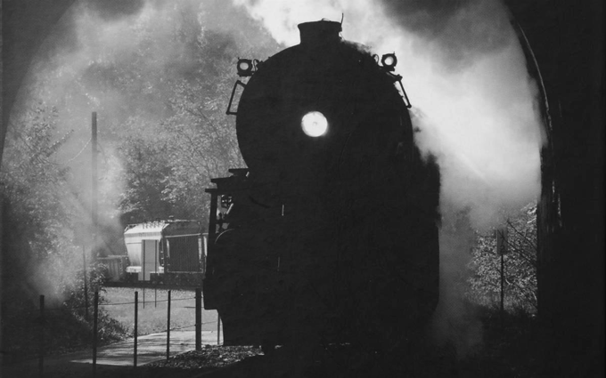 Knjiga strukturirana kao dramatični historijski tunel pun tajnih veza       Foto: Jovica Drobnjak