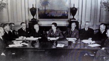 Sednica vlade Kraljevine Jugoslavije u egzilu, London 1942, Slobodan Jovanović levo od kralja Petra II Karađorđevića