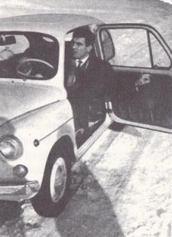 """Idža u svom prvom """"Fići"""" - """"Fijat 600"""", kupljenom 1968. godine."""