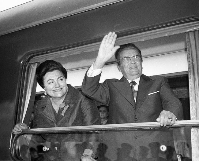 Tito i Jovanka, sa otvaranja pruge Beograd Bar u plavom vozu, 1976.    Foto: Stevan Kragujević
